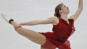 Konståkaren Carolina Kostner på isen.