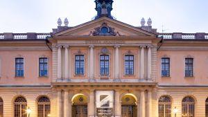 Svenska Akademien har sina lokaler i Börshuset i Gamla stan i Stockholm