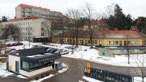 Aurora sjukhus i Helsingfors. Den psykiatriska jouren vid Aurora sjukhus stängs.