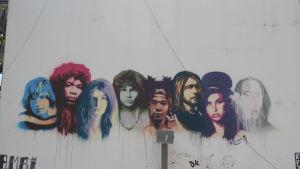 Bild av 27-klubben på en vägg i Tel Aviv