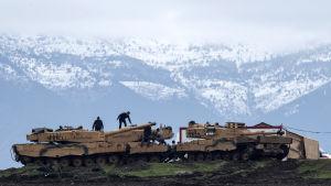 Den syriska armén har lovat hjälp åt kurder som angrips av en turkisk invasionsstyrka