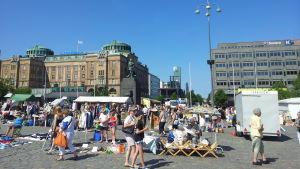 Folk på Vasa torg.
