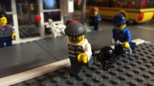 Lego-tjuv rymmer.