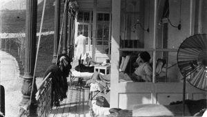 Balkong på sanatorium, bild Edith Södergrans arkiv
