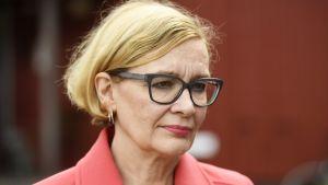 Inrikesminister Paula Risikko i Hämeenlinna i augusti.