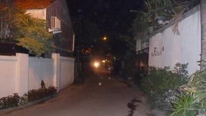 Gatan där Cia Lönnström bor, en sidogata till den livligt trafikerade huvudgatan i Sanur, Bali
