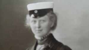Hilma Granqvists studentfoto. Hilma kom att bli Finlands första kvinnliga doktor i sociologi.