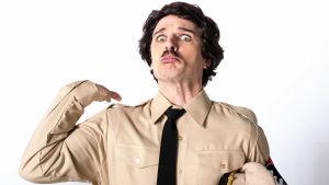 Oskar Pöysti som Chaplin som Diktatorn.
