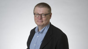 Bild av riksdagsledamot Kimmo Kivelä (sannf.), Yles förvaltningsråds ordförande.