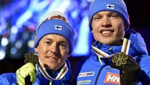 Sami Jauhojärvi och Iivo Niskanen med VM-brons runt nacken.