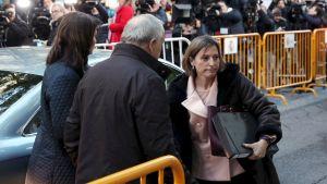 Carme Forcadell då hon anlände till högsta domstolen i Madrid 9.11.2017.