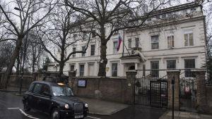 23 utvisade ryska diplomater väntas lämna London i början av nästa vecka, vilket drabbar den ryska ambassadens verksamhet betydligt