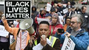 Demonstration i Philadelphia den 18 april med anledning av incidenten på Starbucks