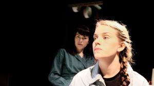 Foto från Koko Suomi vihaa på KOM-teatern.