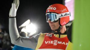 Janne Ahonen vinkar.