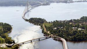 så ska bron över kronbergsfjärden se ut (vy över broarna till Högholmen och vidare till Degerö)