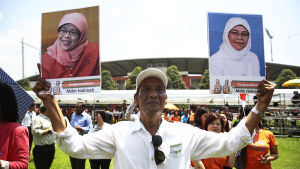 Yacobs supportrar före valet i Singapore.