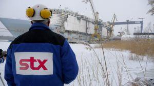 stx europe i åbo bygger här en av världens största kryssningsfartyg, mars 2009