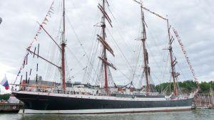 Världens största segelfartyg Sedov