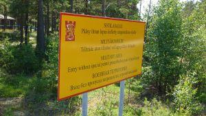 Skylt i Syndalen om förbjudet tillträde.