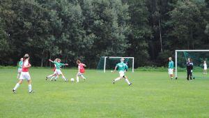 EIF:s C-flickor tränar på Flyets sportplan