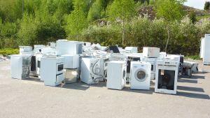 Insamling av hushållsmaskiner åp Munkka avfalsstation i Lojo