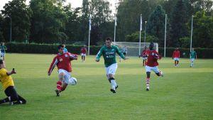 Massimo Mirabelli gör mål förbi HDS-målvakten Dudel Mateusz och backen Rashid Amin.