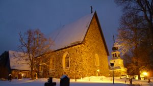 Sankta Katarina kyrka i Karis är hemkyrkan för Karis svenska och finska församling.