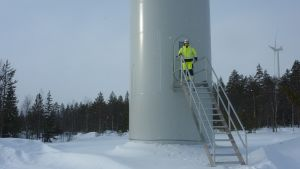 Sami Rytilahti från Vestas sköter servicen av vindkraftverken i bland annat Olhava.