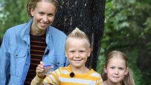 Hanna Enlund tillsammans med barnen Alex och Linn.