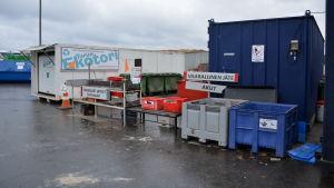 Station för farligt avfall vid Toppå avfallscentral i Åbo.