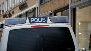 Polisbil bakifrån.