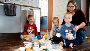 Familjen Lönnfors har samlat plast.