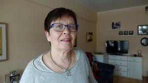 Tårarna rann när Leila Mänttäri insåg att hon förlorar sitt jobb på närbutiken.