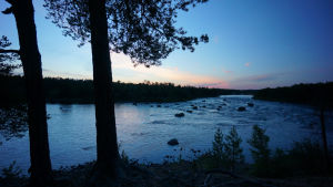 Juutuanjoki kesäyönä