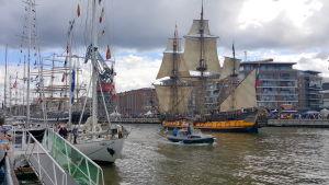 Segelfartyget Shtandart i Aura å.