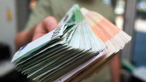 En näve full med pengar
