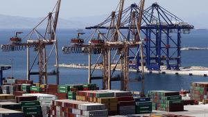 Flera containerterminaler i hamnen i Piraeus i Grekland har sålts till det kinesiska företaget Cosco.