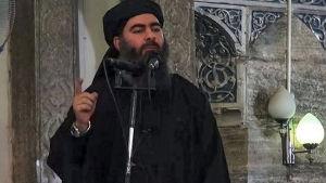 IS ledare Abu Bakr al-Baghdadi utlyste det islamiska kalifatet i den stora moskén i Mosul år 2014