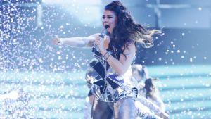 Saara Aalto framför discohiten No More Tears (Enough is Enough) i brittiska sångtävlingen X Factor den 12 november 2016.