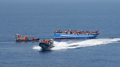 Rekordmanga flyktingar pa medelhavet