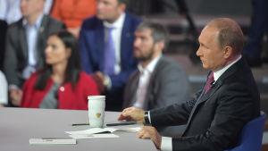 Vladimir Putin under den årliga frågestunden.
