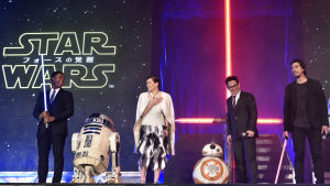 Huvudrollsinnehavarna i Star Wars: The Force Awakens vid premiären i Japan.