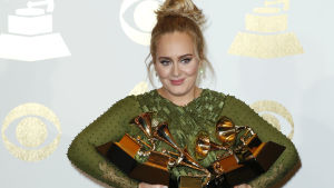 Sångerskan Adele tog storslam när musikbranschens Grammypriser delades ut i Los Angeles, USA den 12 februari 2017.