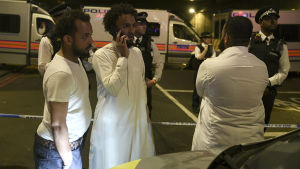 En person dog och flera skadades då en paketbil mejade ner fotgängare vid en moské i norra London den 19 juni 2017.