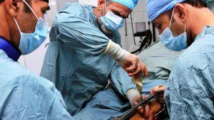 Potilas leikkauspöydällä.