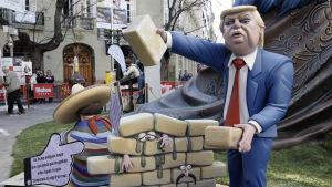 President Donald Trumps planerade murbygge och invandringspolitik väcker ilska och rädsla bland mexikaner