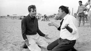 Marcello Mastroianni ja Federico Fellini kuvauksissa. Kuva tv-dokumentista Marcello Mastroianni, aito italialainen.