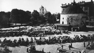 Viipurin pyöreä torni ja torikauppaa 1930-luvulla