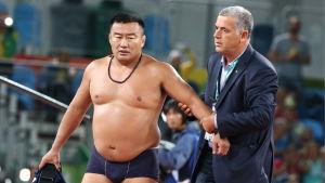 Byambarenchin Bayarra rev av sig kläderna då hans adept förlorade bronsmatchen i Rio.